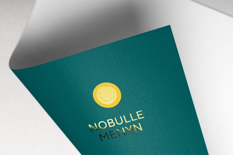 Nobullemenyn_logo